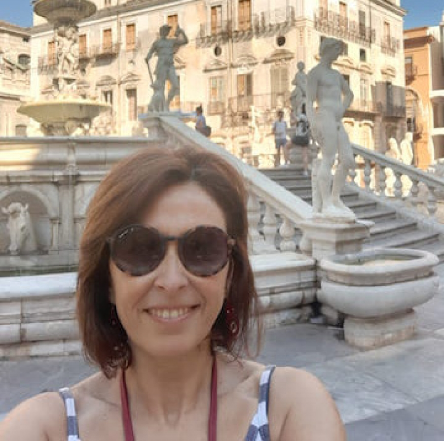 My name Giuseppina. I am a sicilian tour guide